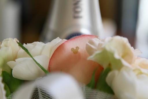 新婦の持つ花に隠れミッキーを発見